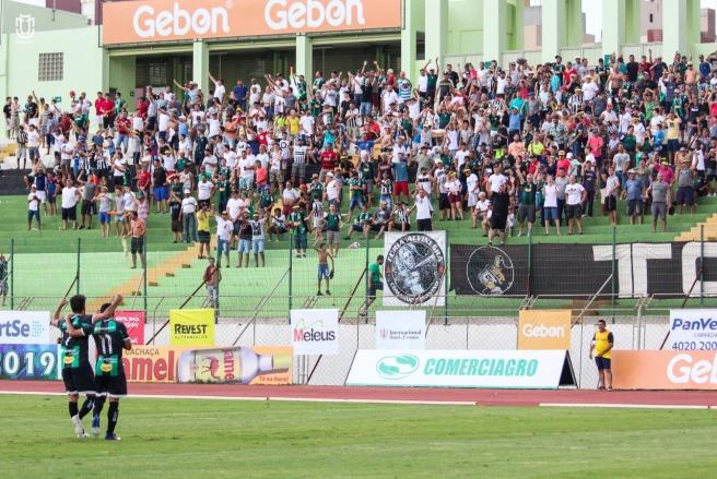 Maringá FC faz ação solidária
