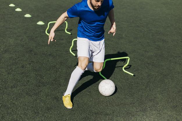 treinamento-de-jogador-de-futebol_23-2147813235